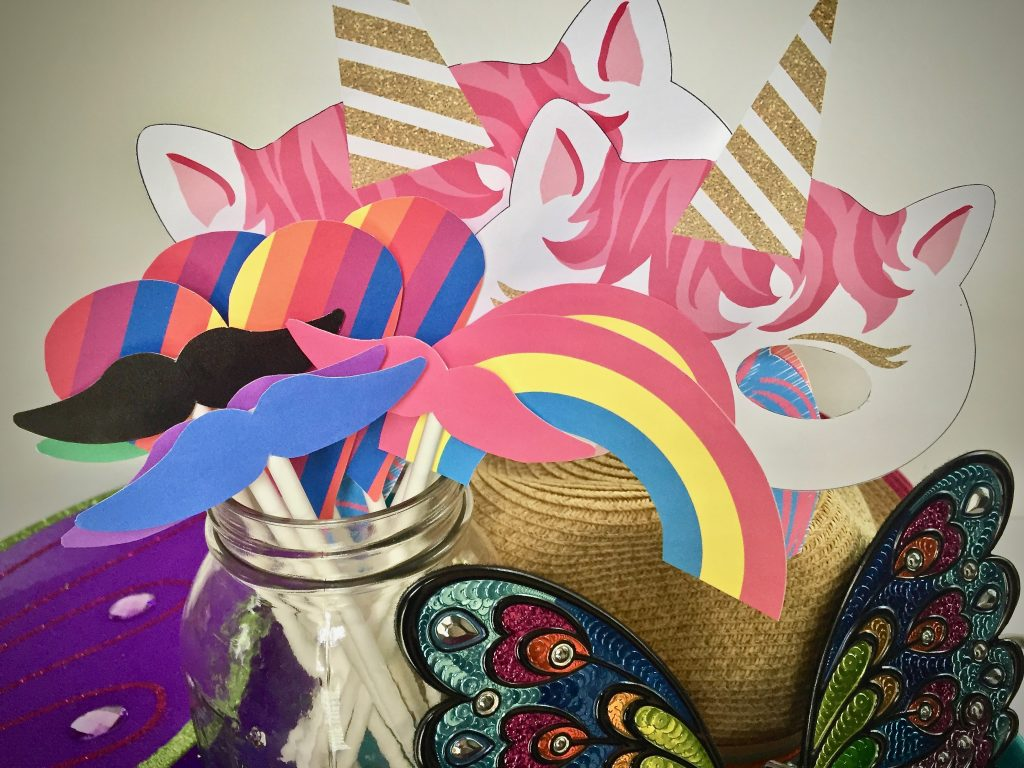 diy unicorn party photo wall